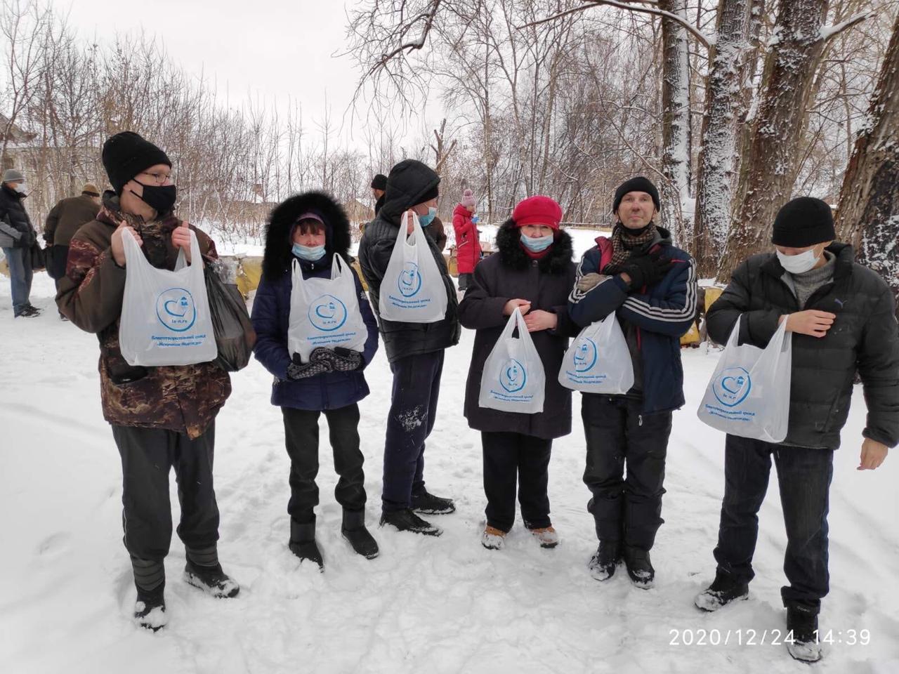Пережить бы зиму... Репортаж с места кормления бездомных людей